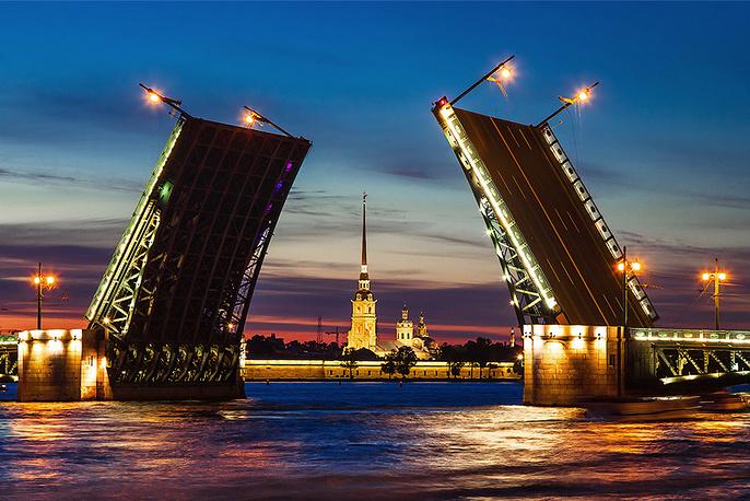 Синоптики обещают, что погода в Петербурге в дни ПМЭФ будет комфортной. Вечером, после пленарных заседаний, круглых столов и сессий, участники форума смогут погулять по Петербургу и при желании полюбоваться разведенными мостами