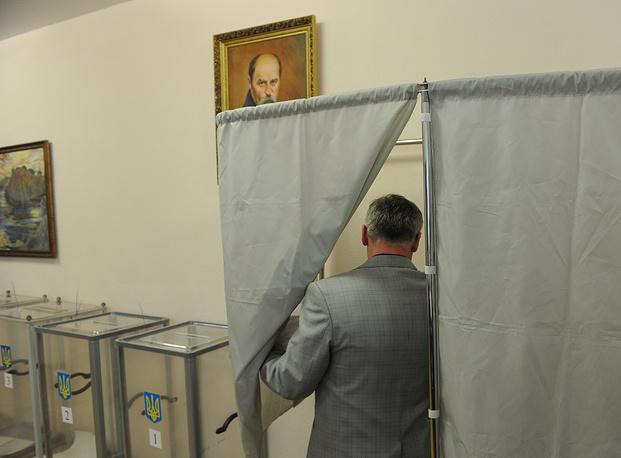 В Екатеринбурге открылся участок для голосования на выборах президента Украины