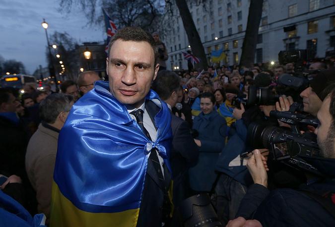 Политическую карьеру спортсмен начал в марте 2006 года, когда одновременно баллотировался в Верховную раду и Киевский городской совет