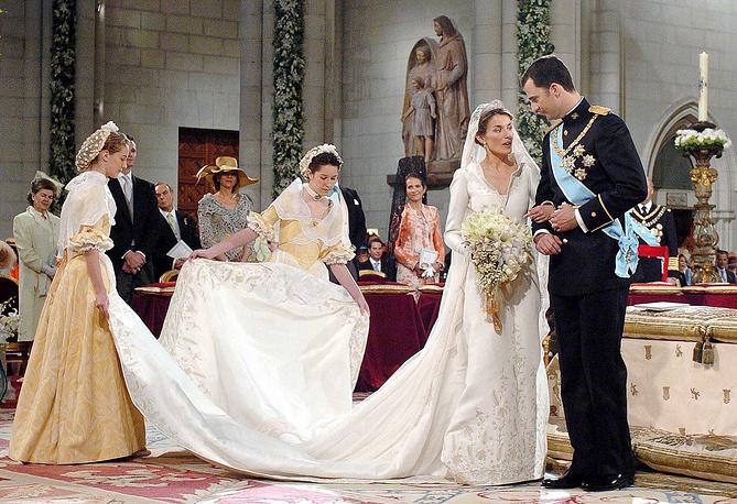 Наследный принц Фелипе де Бурбон со своей невестой Летисией Ортис Рокасолано, 2004 год