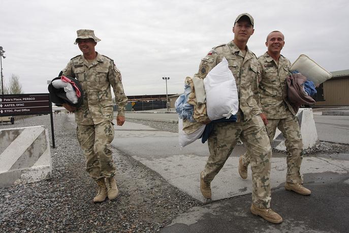 Военнослужащие авиабазы были обязаны покинуть ее до 18 августа 2009 года