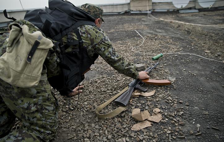 В сообщении, размещенном на сайте провозглашенной Луганской народной республики, отмечалось, что при нанесении удара использовались кассетные бомбы