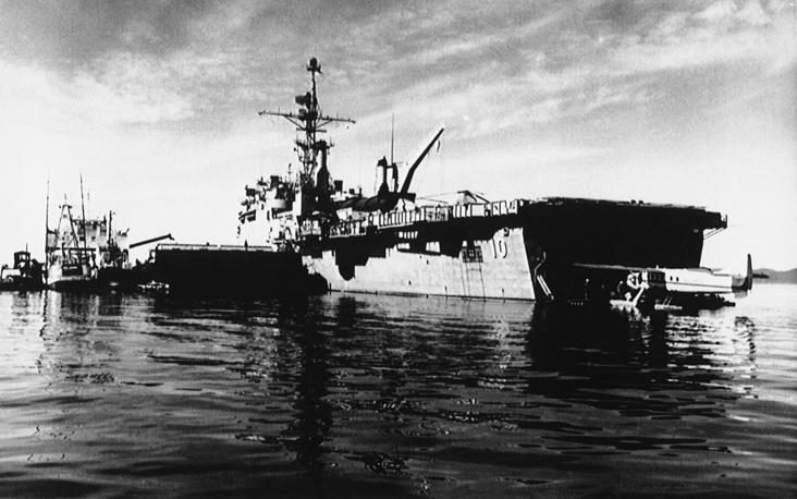 24 марта 1989 года у берегов Аляски танкер Exxon Valdez, принадлежавший концерну Exxon Corporation (США; с 2009 года - ExxonMobil Corporation), налетел на риф при выходе из прибрежных вод в открытый океан. На борту танкера находилось около 1,2 млн баррелей сырой нефти