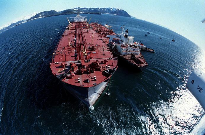 Расследование установило, что никаких технических неисправностей на танкере Exxon Valdez не было, причиной аварии был назван человеческий фактор. Уголовное дело о катастрофе суды различных инстанций рассматривали несколько лет. В итоге был назначен штраф $507,5 млн