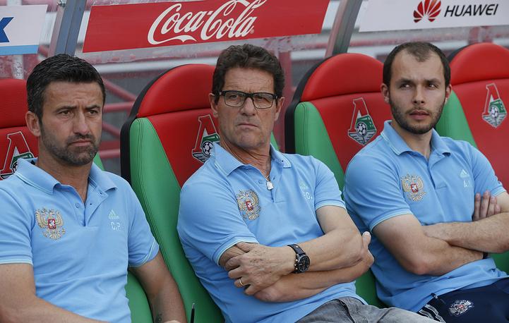 Главный тренер сборной России по футболу Фабио Капелло (в центре)