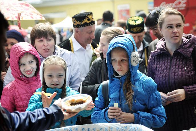 Все желающие могли попробовать блюда татарской кухни
