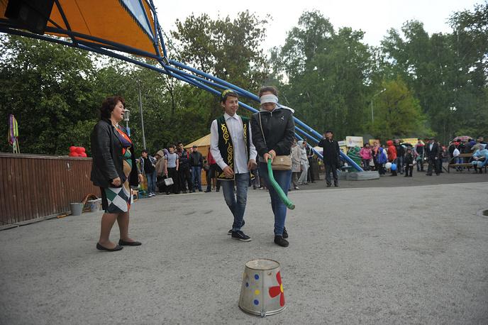 На праздник в Центральный парк Новосибирска, несмотря на холодную погоду, пришли около 2 тысяч человек
