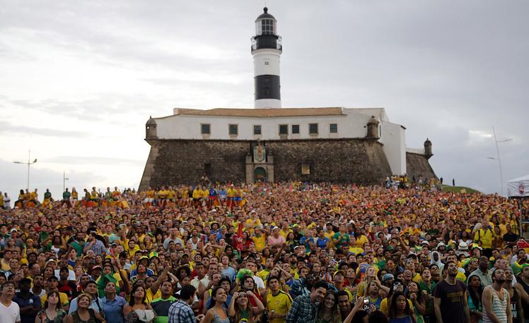 Трансляция матча между сборными Бразилии и Хорватии в бразильском городе Салвадор
