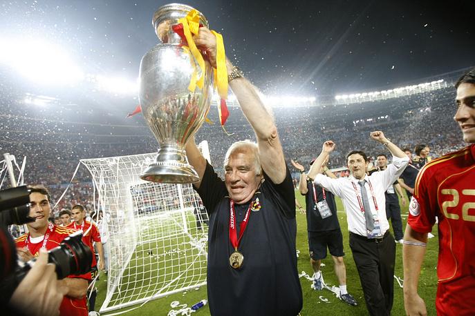 Тренер испанской сборной Луис Арагонес привел сборную к первой победе на чемпионате Европы с 1964 года