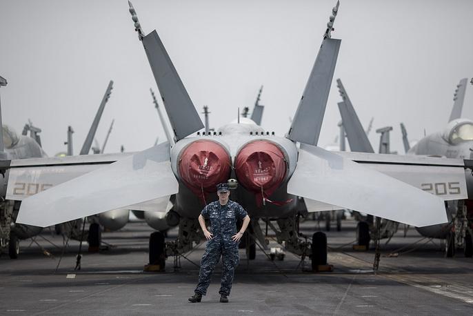 Американский атомный авианосец George Washington зашел в порт Гонконга. Такого рода визиты совершаются с разрешения Пекина и мотивированы необходимостью технического обслуживания и отдыха моряков. 16 июня 2014 года