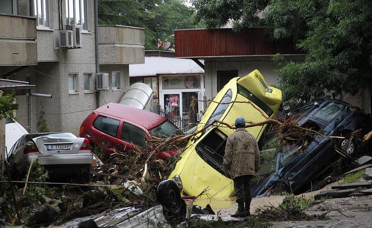 Разрушительное наводнение в Болгарии из-за проливных дождей, длившихся несколько дней, унесло жизни более десятка человек. 20 июня 2014 года