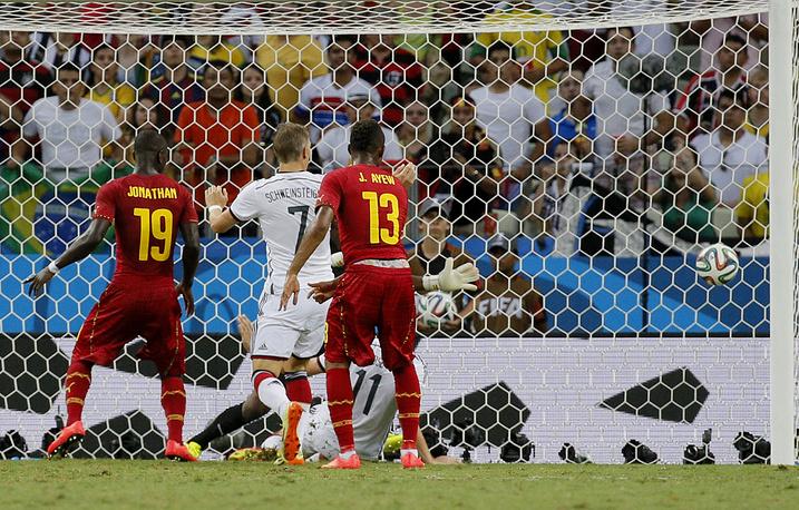 Сборная Германии сравнивает счет в матче