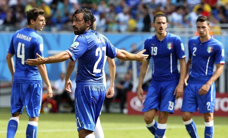 Не понимают итальянские футболисты решение судьи