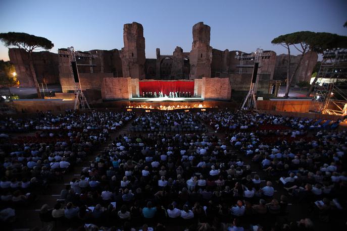 Летняя сцена Римской оперы расположена в Термах Каракаллы, построенных в III веке н. э.