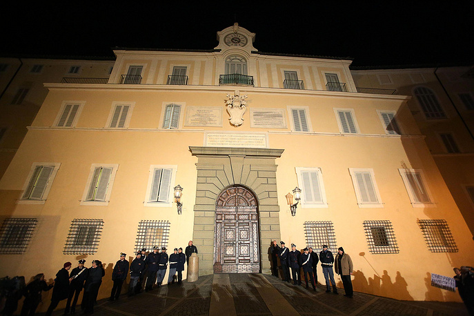 В загородной резиденции главы Ватикана Кастель-Гандольфо с 1 марта 2014 года впервые начали проводить экскурсии по садам, где сохранились руины театра виллы императора Домициана. Ранее папа римский Франциск отказался пользоваться дворцом