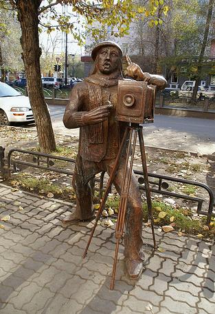 Скульптура фотографа на одной из улиц Абакана, автор - Андрей Секунда