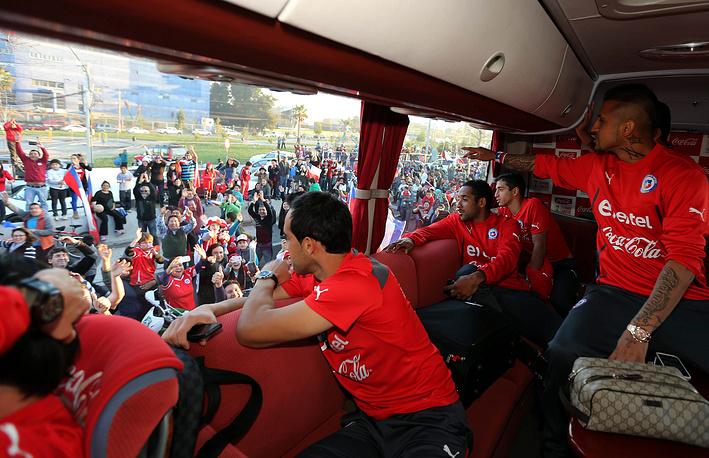 Национальная футбольная сборная Чили на церемонии приветствия в Сантьяго
