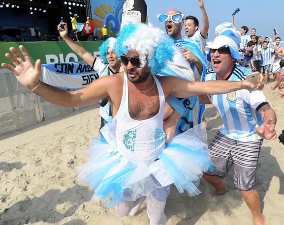 Аргентинцы отправились танцевать на пляже