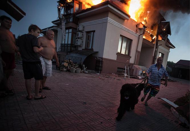 В результате артобстрела украинскими военными поселка Металлист в Луганской области погибли двое мирных жителей