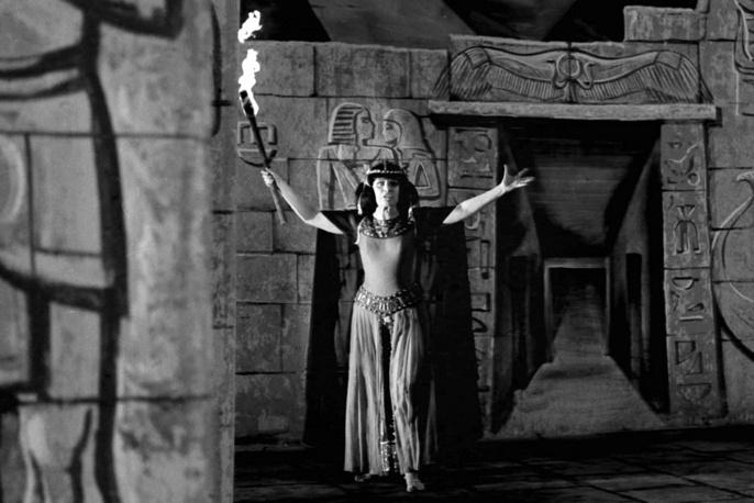 Во время исполнения партии Аиды в одноименной опере Верди. 1979 год
