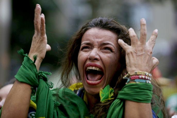 5:0 в первом тайме - с таким счетом сборная Бразилии никогда никому не проигрывала в рамках чемпионатов мира, и с этим болельщики уже примириться не смогли