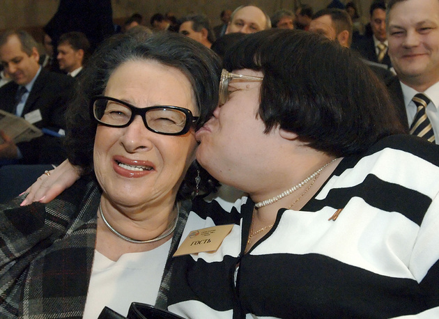 """2006 год. Президент Фонда """"Холокост"""" Алла Гербер и Валерия Новодворская"""