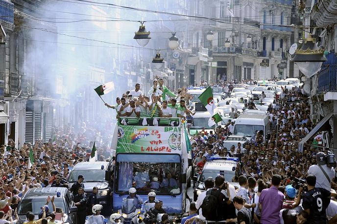 Чествование игроков сборной Алжира в столице
