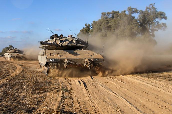 """Израильская армия начала наземную фазу операции """"Рубеж обороны"""" в секторе Газа. В операции задействованы крупные силы пехоты, инженерных войск, танковые подразделения"""