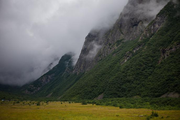 этих склонах берут свое начало Мидаграбинские водопады.