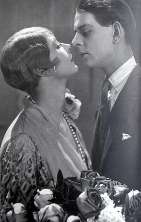 """""""Лёгкое поведение"""", 1927 год, 105 мин. Излюбленная хичкоковская тема ложного обвинения: молодую женщиу незаслуженно изгоняют из обществе"""