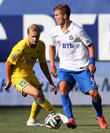 Автор первого хет-трика в сезоне Александр Кокорин (справа)