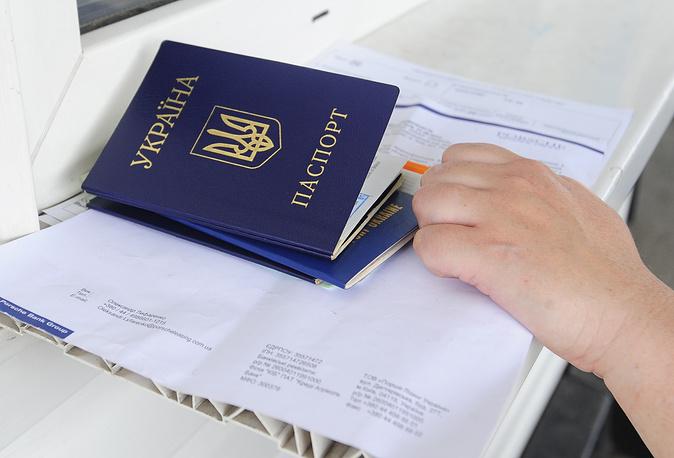Часть украинских беженцев, прибывающих в Россию из Донецкой и Луганской областей, оформляют российское гражданство