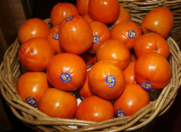 """Испанская хурма  (в годовом потреблении фруктов, ягод и орехов в 2013 году на """"санкционированные"""" пришлось 13,8%)"""