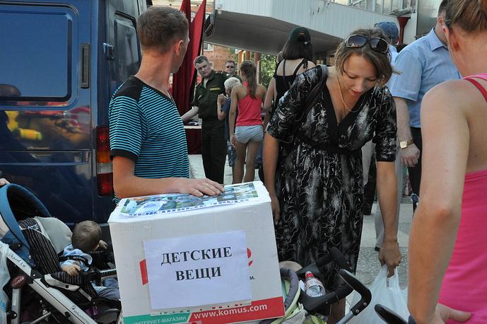 Доставка гуманиртарного груза военными в пункт временного размещения в городе Сухой Лог Свердловской области