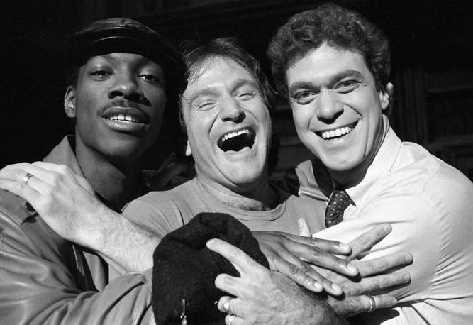 Эдди Мерфи, Робин Уильямс и Джо Пископо на съемках шоу Saturday Night Live на канале NBC, 1984 год