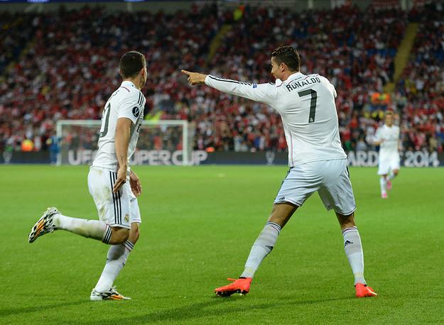 Криштиану Роналду (справа) сделал в этом матче дубль