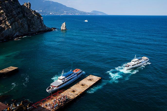 В 2013 году официальные налоговые поступления от предприятий туристической отрасли составили 2,3 млрд руб. при общих доходах бюджета Крыма около 12,8 млрд руб.