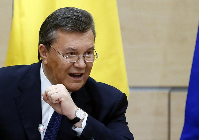 """21 февраля 2014 года президент Виктор Янукович и лидеры оппозиции при посредничестве представителей Евросоюза и России подписали соглашение """"Об урегулировании политического кризиса на Украине"""". Документ предусматривал возврат к конституции с поправками 2004 года, проведение досрочных выборов президента и формирование """"правительства национального доверия"""", а также вывод сил правопорядка из центра Киева, прекращение насилия и сдачу оппозицией оружия. В ночь на 22 февраля 2014 года Виктор Янукович покинул Киев"""