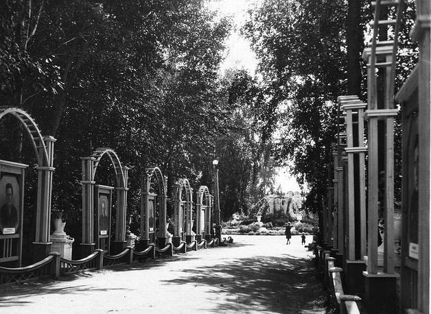 В 1961 году имя Сталина было убрано из названия парка, а в 1963 году он стал называться Центральным