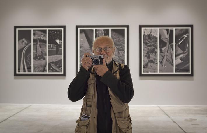 """Чешский фотожурналист Йозеф Коуделка известен фотографиями военного вторжения СССР в Чехословакию в 1968 году. С 1971 года становится членом-фотографом французского агентства """"Магнум"""". В настоящее время Коуделка продолжает фотографировать по всему миру"""