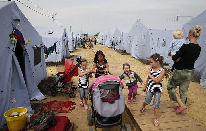 По состоянию на середину августа, в России развернуто 716 пунктов временного размещения беженцев в 65 субъектах федерации