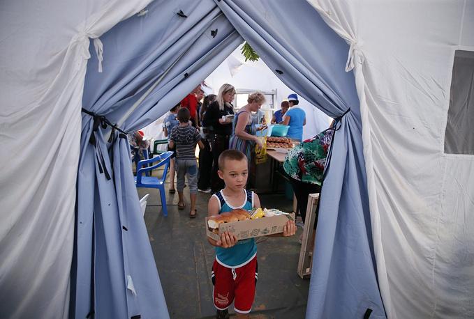 Для беженцев организовано продовольственное и информационное обеспечение