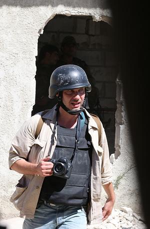 Фотокорреспондент находился в командировке на Украине с 13 мая и выполнял редакционные задания, работая в Киеве, Луганске, Донецке, Мариуполе, Шахтерске, Славянске и других городах