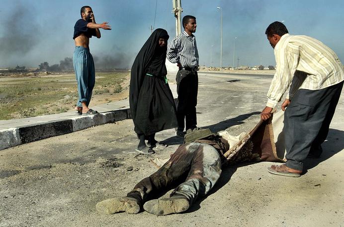 Фотокорреспондент агентства AP Аня Нидрингхаус работала в Ираке, Афганистане, Израиле и Турции. Она была единственной женщиной в команде из 11 фотографов, которые выиграли Пулитцеровскую премию за освещение войны в Ираке