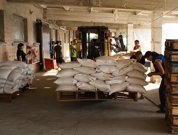 Гуманитарная помощь в Луганске распределяется бесплатно по заранее подготовленным спискам