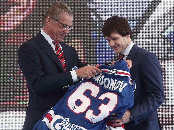 Президент КХЛ Александр Медведев и игрок СКА Евгений Дадонов