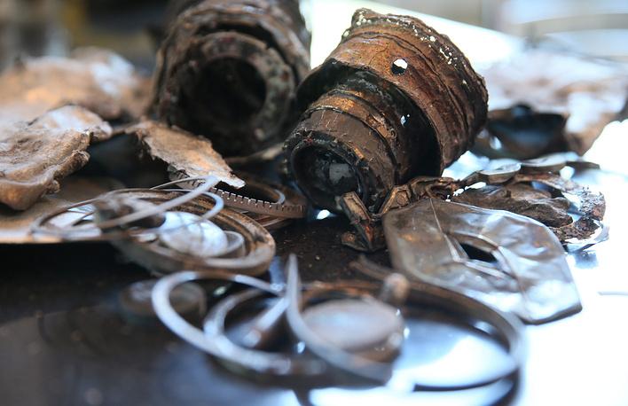 Фрагменты фотоаппаратуры, найденные на месте гибели Андрея Стенина