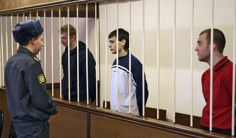 Федор Ковальчук, Владимир Косяков и Евгений Скоров  перед оглашением приговора, 2009 год