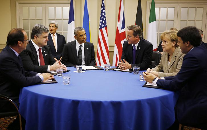 В Уэльсе прошел саммит НАТО. На фото: президент Франции Франсуа Олланд, президент Украины Петр Порошенко, президент США Барак Обама, премьер-министр Великобритании Дэвид Кэмерон, канцлер Германии Ангела Меркель и премьер-министр Италии Маттео Ренци во время переговоров на саммите