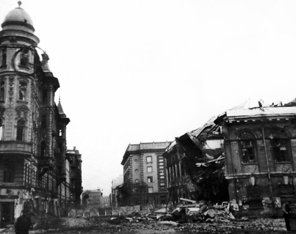 Угол Суворовского проспекта и 6-й Советской улицы